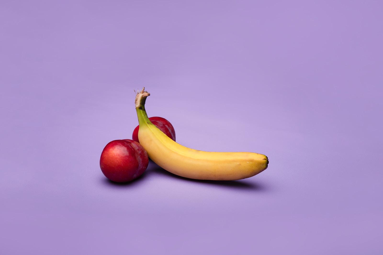 yellow banana fruit beside red apple fruit